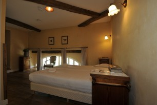 group accommodation 26 persons with 10  bedrooms and 9 bathrooms
